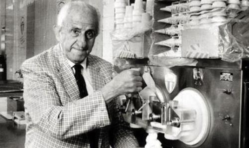 Ο Έλληνας εφευρέτης του «παγωτού μηχανής»