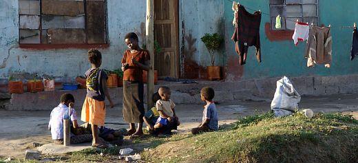 Φωτογραφίζει για ένα καλύτερο μέλλον των παιδιών