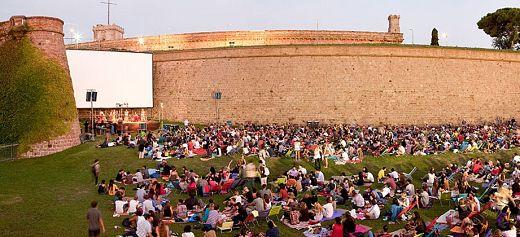 Ένα ελληνικό θερινό σινεμά στα 12 πιο εντυπωσιακά της Ευρώπης