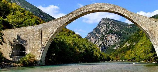Το καλοκαίρι η αναστήλωση του Γεφυριού της Πλάκας