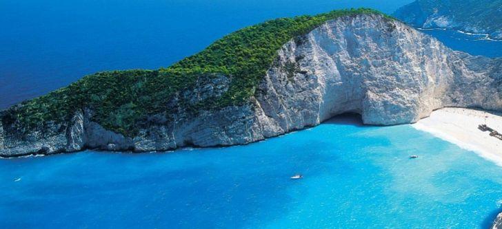 A Greek beach among the top 10 breathtaking beaches