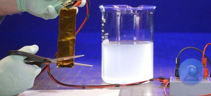 Έλληνας ερευνητής ανέπτυξε μια ασφαλέστερη και ανθεκτικότερη μπαταρία λιθίου-ιόντων που λειτουργεί κάτω από ακραίες συνθήκες
