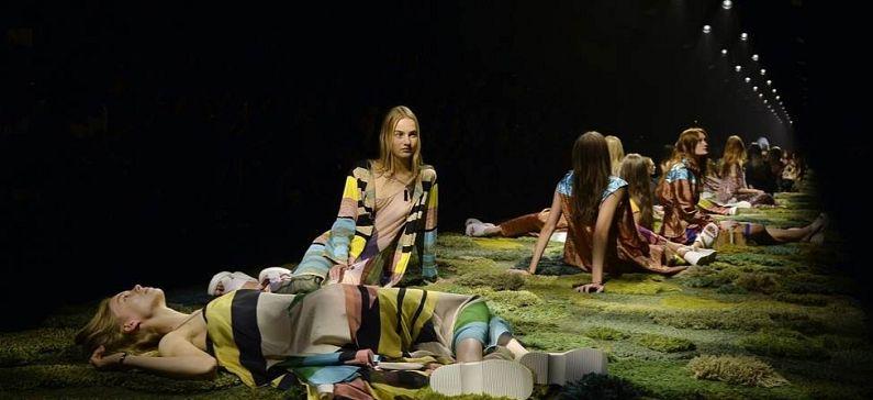 Το χαλί – έργο τέχνης που εντυπωσίασε στην Εβδομάδα Μόδας στο Παρίσι
