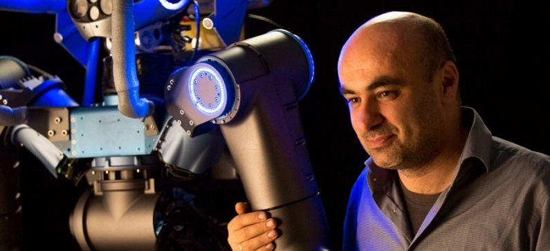 Σχεδίασε και κατασκεύασε ανθρωποειδές ρομπότ σε χρόνο ρεκόρ