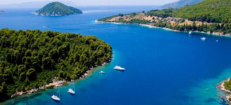 2 ελληνικά νησιά στους καλύτερους προορισμούς για οικογενειακές διακοπές