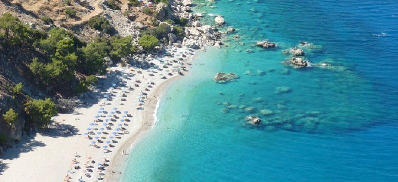 10 μέρη στην Ελλάδα που πρέπει να επισκεφθείτε αυτό το καλοκαίρι