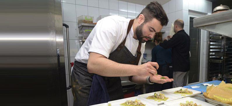Ο νεότερος σεφ που κερδίζει αστέρι Michelin στον Λονδίνο