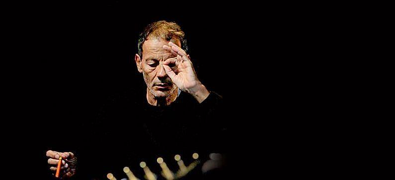 Η μουσική του «μιλά» απευθείας στην ελληνική ψυχή