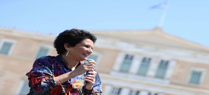Η Άλκηστις Πρωτοψάλτη γέμισε τους δρόμους της Αθήνας με μελωδίες