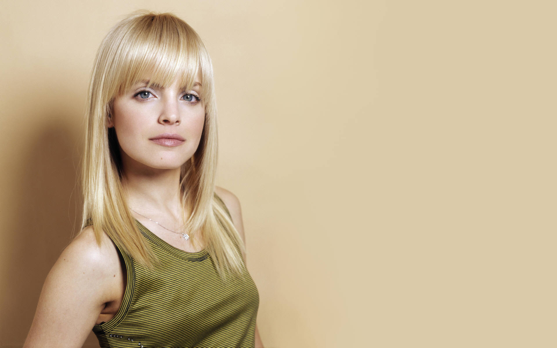 Mena Suvari American Beauty S Greek Actor Ellines Com