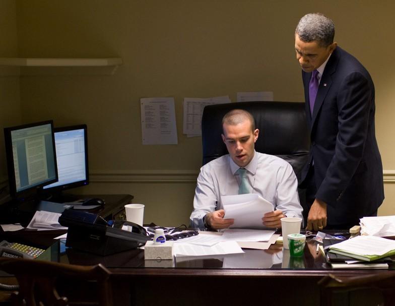 jon favreau obama\u0027s speechwriter for 8 years ellines com