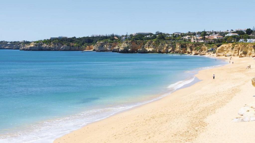 Armaçao de Pera Beach